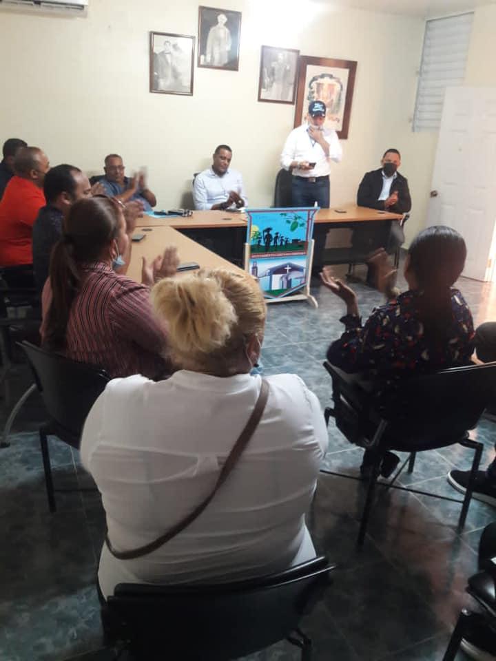 Visita del Director de CORAAMOCA  y el Senador de la Provincia