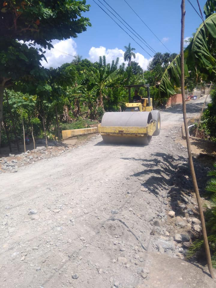 Acondicionamiento de Caminos Vecinales en Hato Viejo